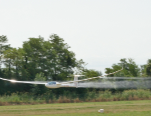 Extreme GLIDER LOW PASS at 270 Km/h
